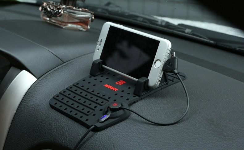 Protiskluzová podložka nabíjecí kabel, držák pro mobil do auta černá barva REMAX